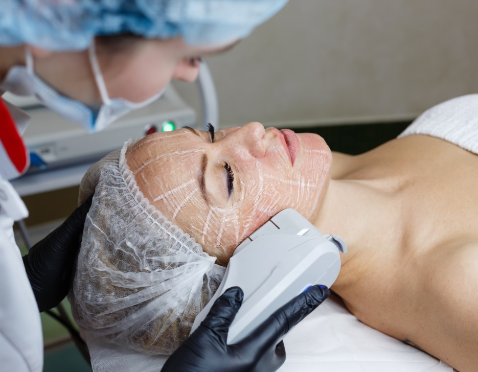 Lady recieving High-Intensity Focused Ultrasound treatment